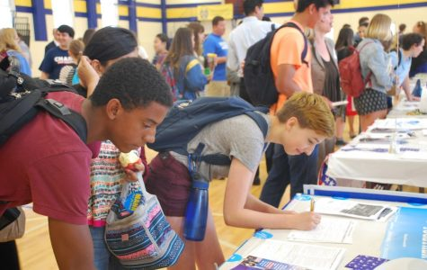 Isaac Smitherman '18 and Olivia Jones '17 are signing up to volunteer for the Clinton campaign. Juniors and Seniors of a government class are required to volunteer for a campaign of their choice.