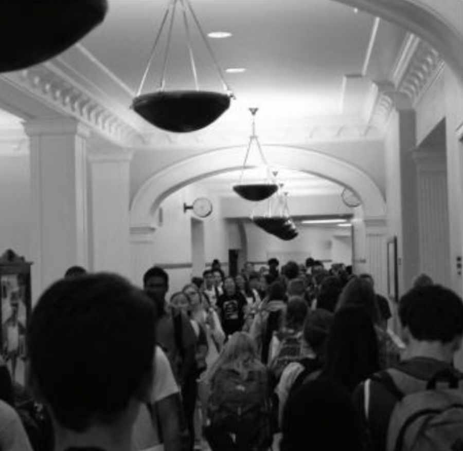 Hundreds+of+students+walk+through+the+main+hallway+between+classes%2C+creating+congestion+that+can+be+felt+throughout+the+building.