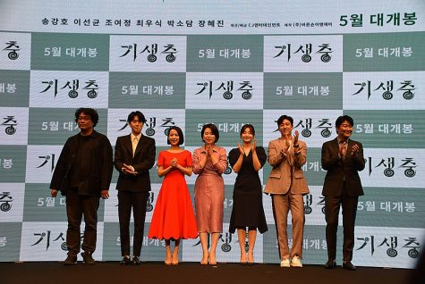 Director Bong Joon-Ho applauds with the cast of