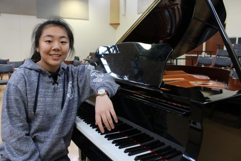 Kasey Shao, '21, who began playing piano at age six, is no stranger to competition, having won awards at many national and international music competitions. Shao will utilize her musical talent in the Overture Awards' final round on March 7.