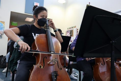 SENIOR Sophia Liu rehearses March To The Scaffold in preparation for Chamber Orchestras upcoming concert on Oct. 28.